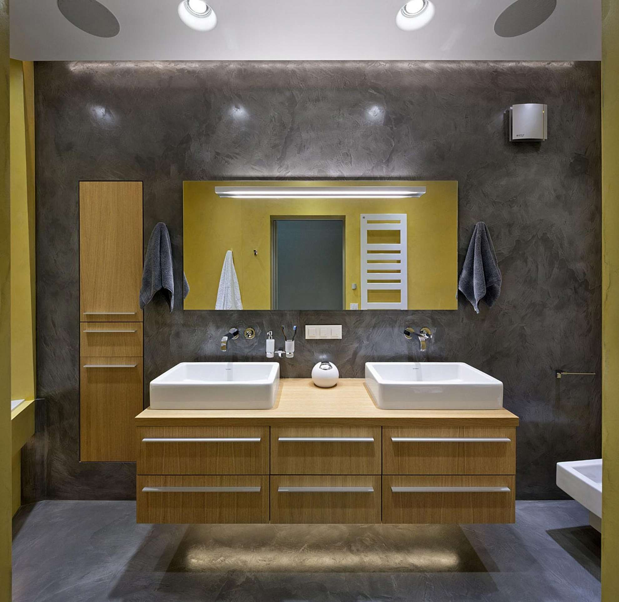 bathroom-interior.jpg