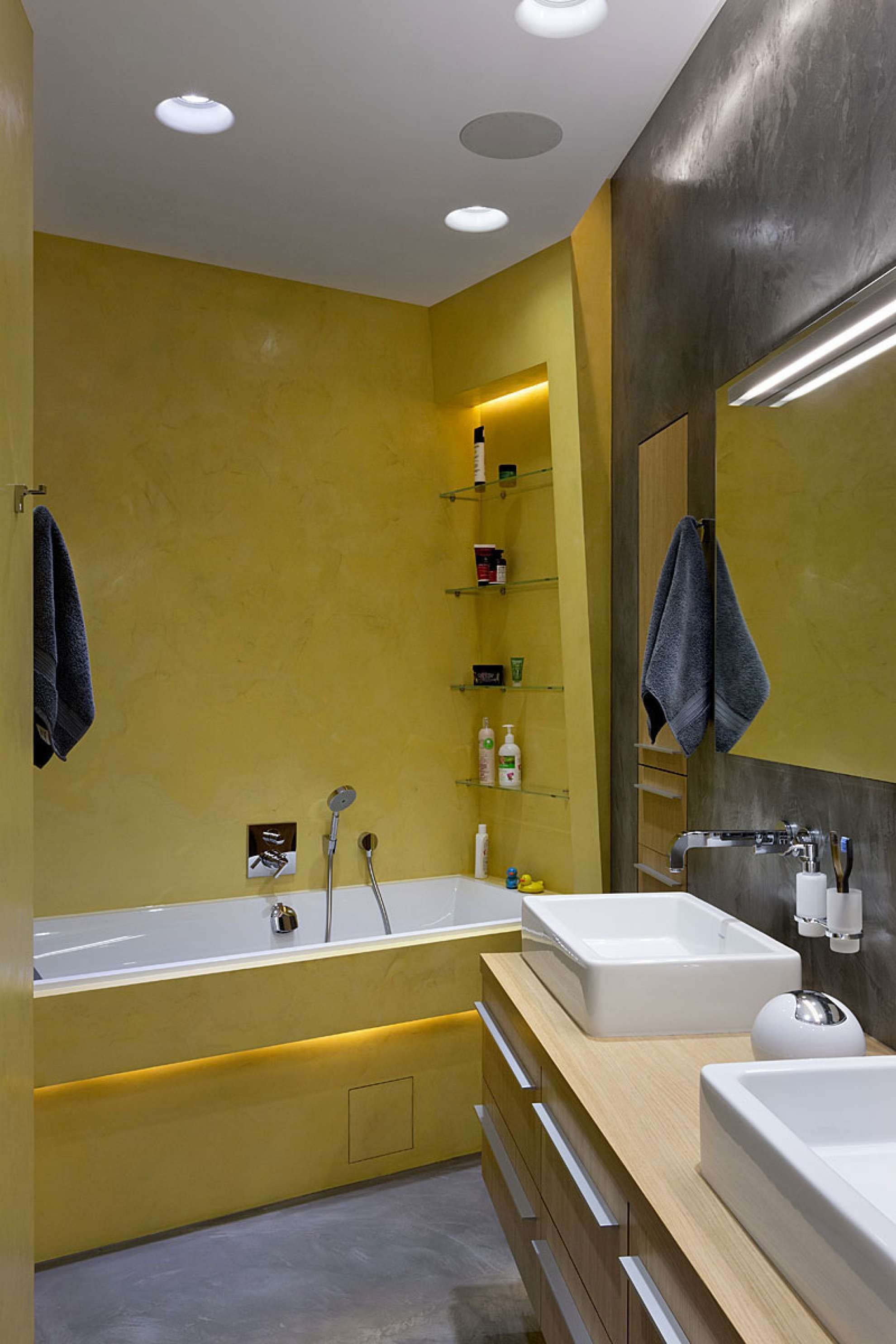 bathroom-interior-yellow-loft.jpg